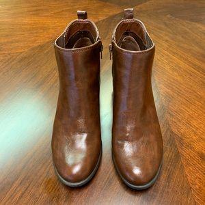 Unisa Booties Brown Size 9M